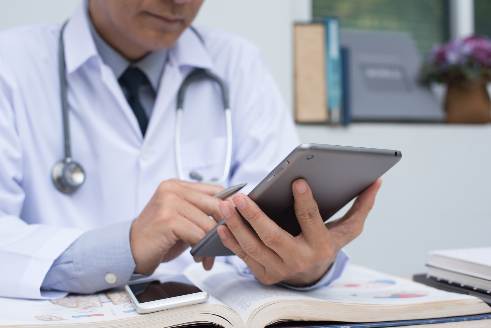 "How to Find Your Medical Practice's ""Voice"" on Social Media"