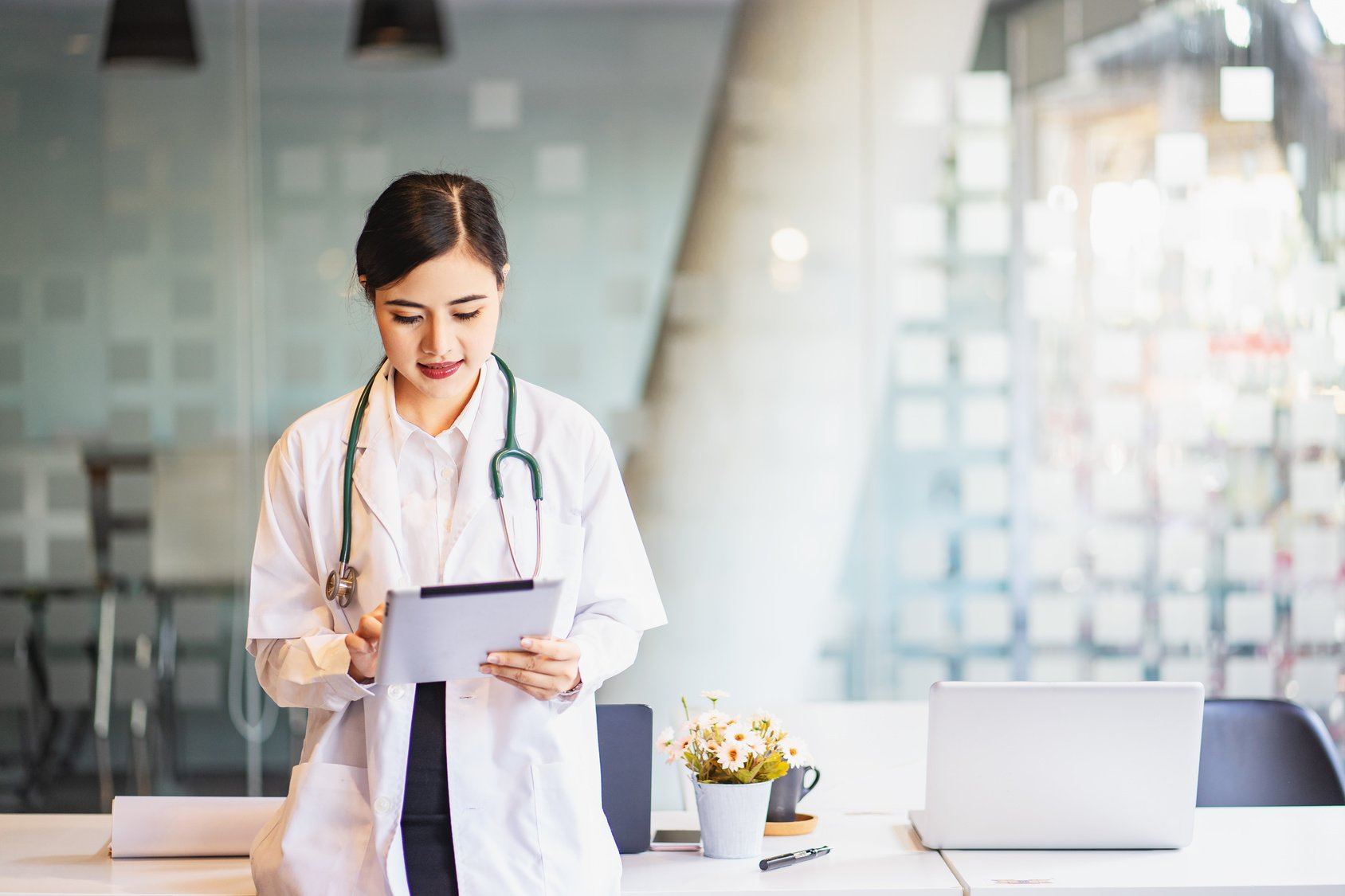 The Guide to Winning with Healthcare Consumers