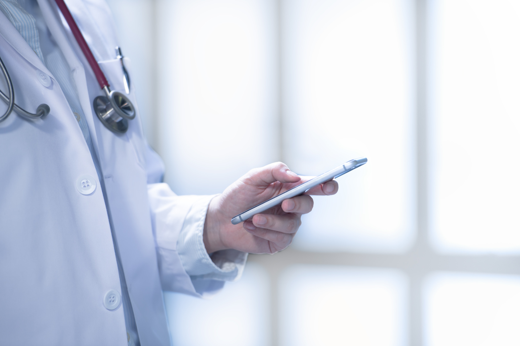 How to Build Relationships With Patients Through Ongoing Communication & Keep Them Coming Back